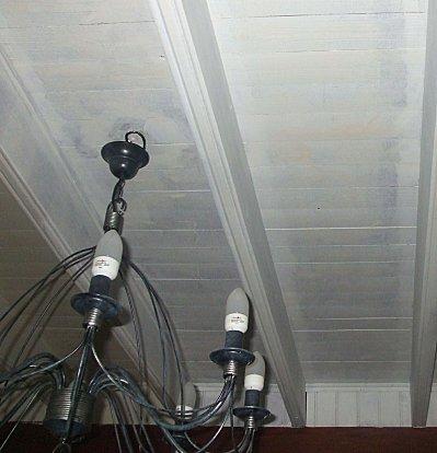 Op ration restauration plafond en bois et poutres un petit coin de bonheur for Peinture pour poutre en bois