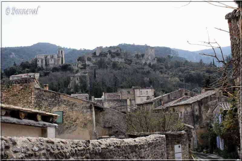 Oppède-le-Vieux Vaucluse le château et Notre Dame d'Alidon