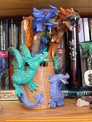 pot a crayons dragons