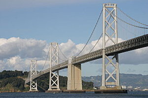 800px-Bay Bridge okland-