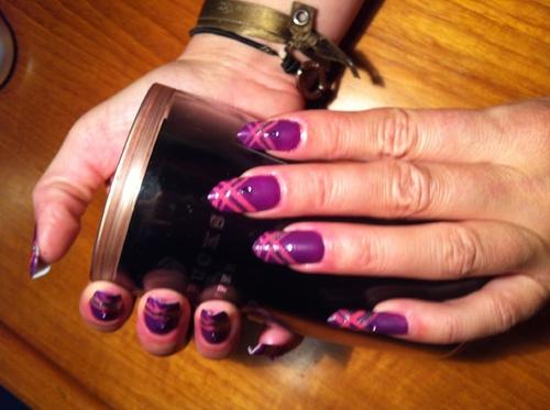 Nail art : Croisillons roses