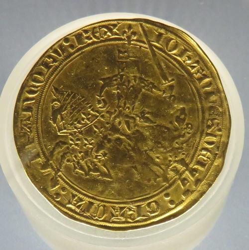 """Exposition """"l'or du pouvoir"""" (époque médiévale)"""