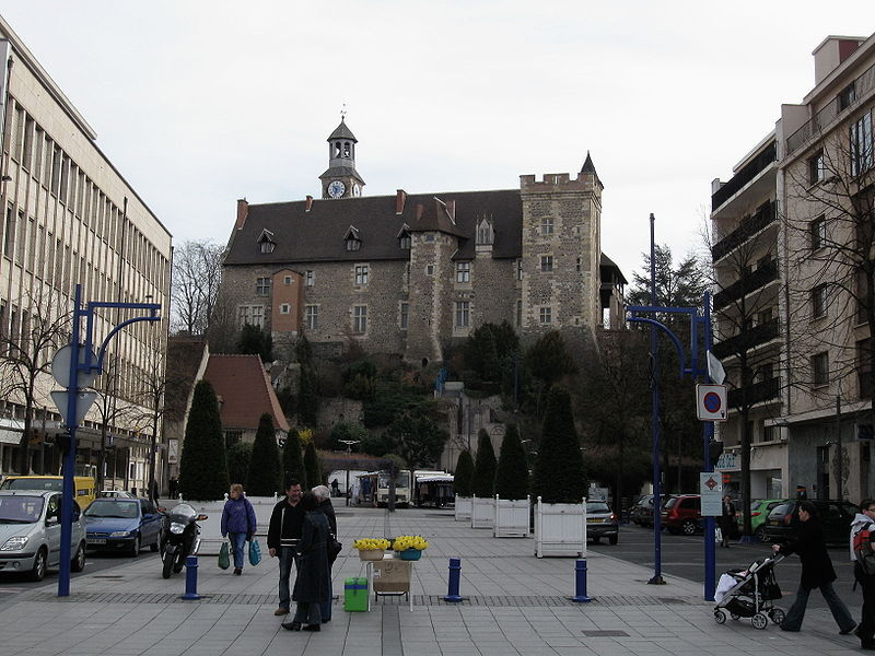 800px-Montlucon_chateau_1.jpg