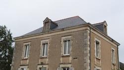 Après la cour... une toiture fait aussi peau neuve