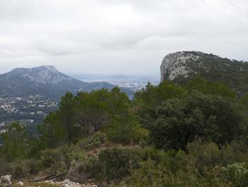 Les sommets du Coudon (à gauche) et du Faron (à droite)