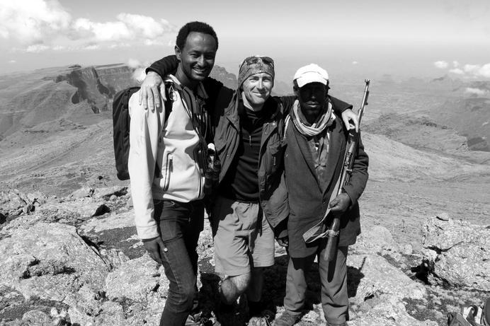 Longue journée de marche vers le sommet du trek, Éthiopie