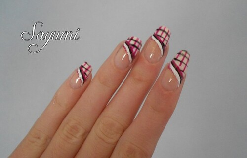 Nail Art French quadrillée