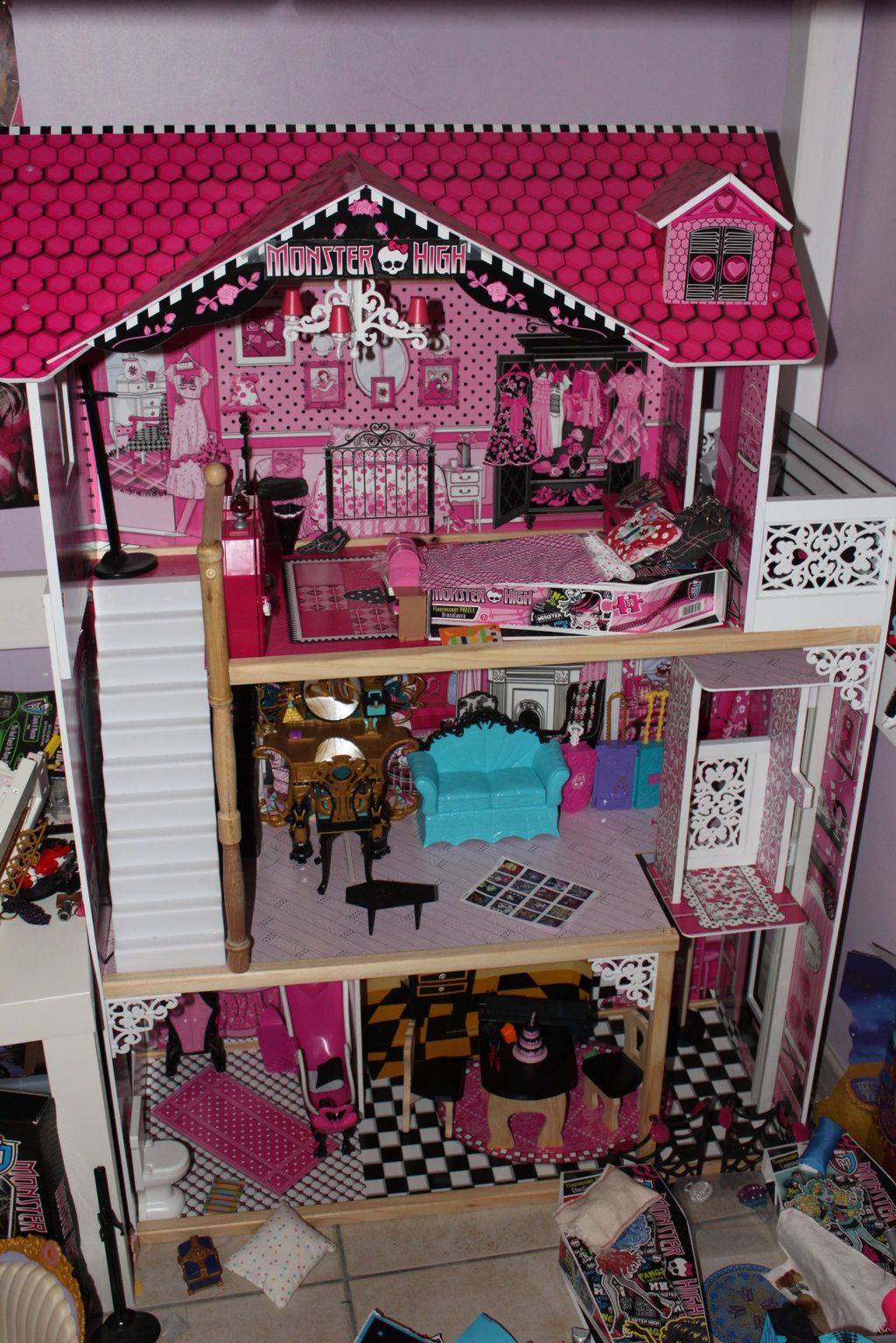 photos diverses de ma collection monster high collection alyssa. Black Bedroom Furniture Sets. Home Design Ideas
