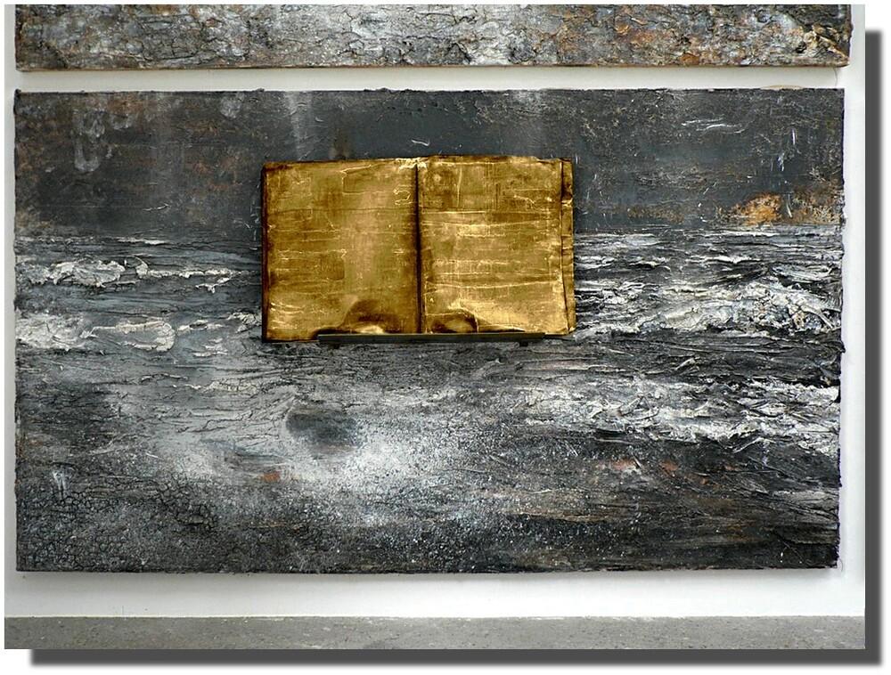 ...un livre d'or est empli de paroles silencieuses...