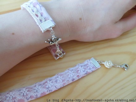 Bracelets en tissu et dentelle et breloque