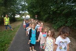 Balade dans la nature près de l'école