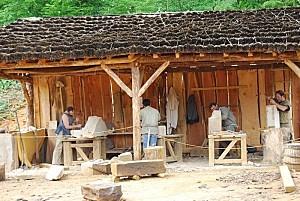 Guedelon--les-tailleurs-de-pierres.jpg