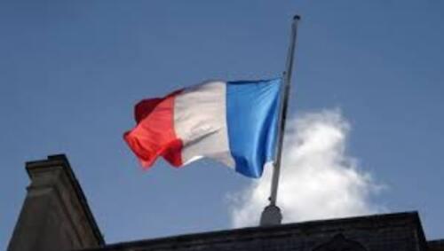 drapeau en hommage