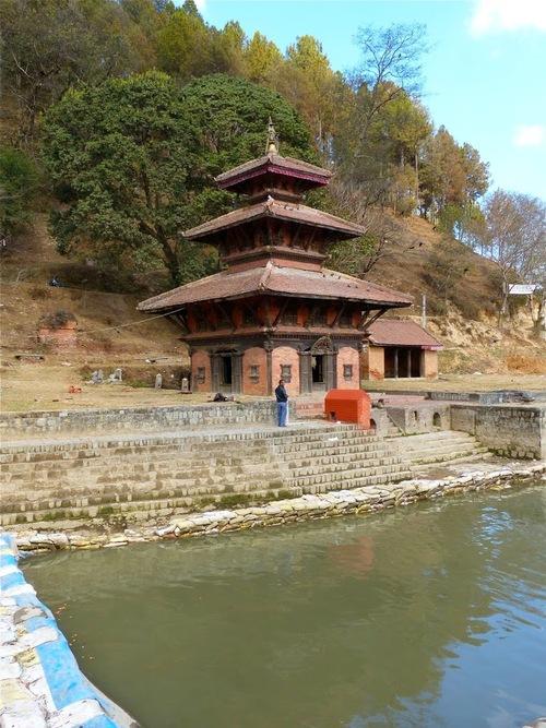 la rivière sacrée de Panauti et les temples