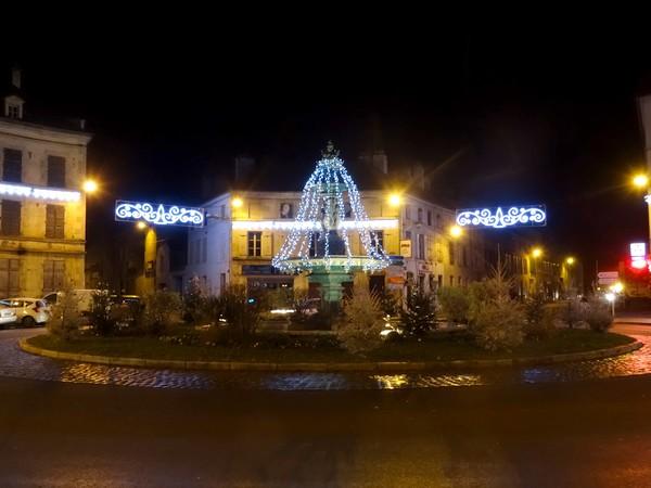 Châtillon sur Seine décorée de nuit pour les fêtes...