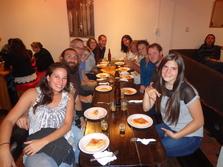A gauche : Caro, Victor, Michael, Veronika, Mallary, Chris. A droite : la fille de Patricia, Laurent, Lise, Hans, Patricia