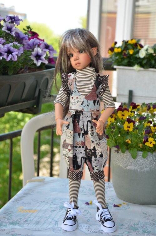 Tenues et poupées à vendre