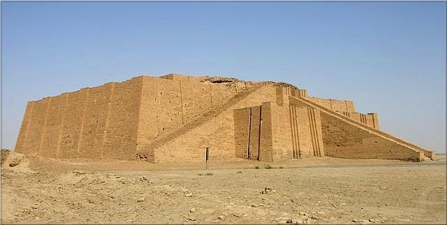 Des royaumes, des temples, de grands édifices, statues et décors