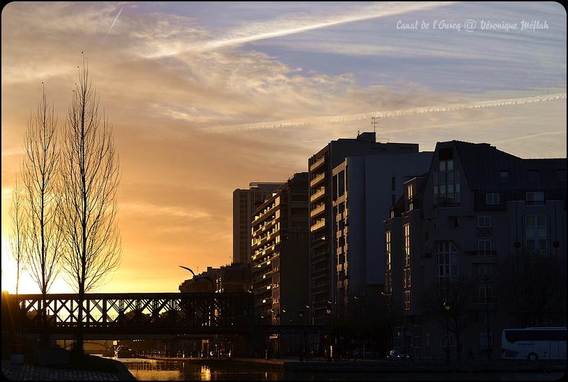 Coucher de soleil sur le Canal de l'Ourcq -  (Paris 19ème)