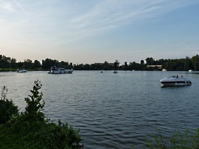 Le plan d'eau de Metz en soirée d'été 1 mp1357 10 09 201