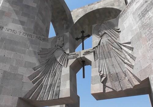 Etchmiazin et l'Église arménienne