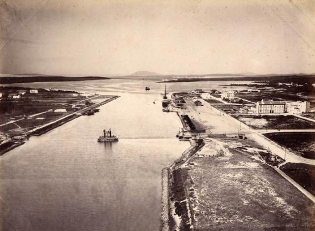 Vue générale de Bizerte. Vue du lac et du chenal. 1890