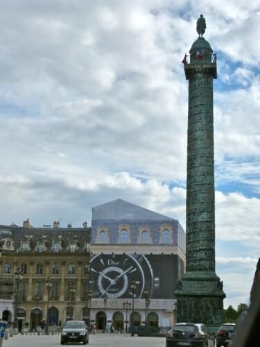 Vendôme trompe-l'oeil affiche géante Dior colonne