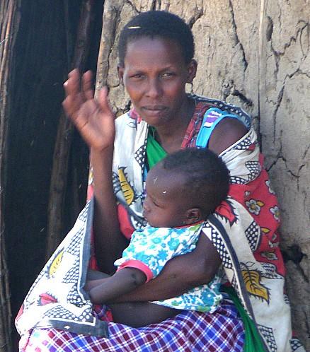Femme et Bébé regarde