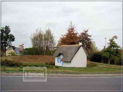 Rond-point Saint-Lyphard Loire Atlantique chaumière Grande Brière Pays de la Loire