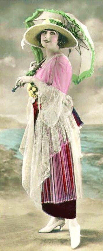 Femmes colorisées... Parapluies et ombrelles