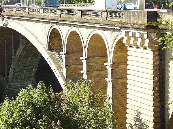 800px-Adolphe bridge in Luxembourg city 2007 03