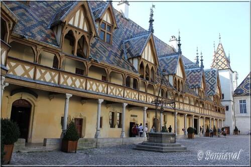 Hospices de Beaune  Côte d'Or Bourgogne la Cour d'Honneur