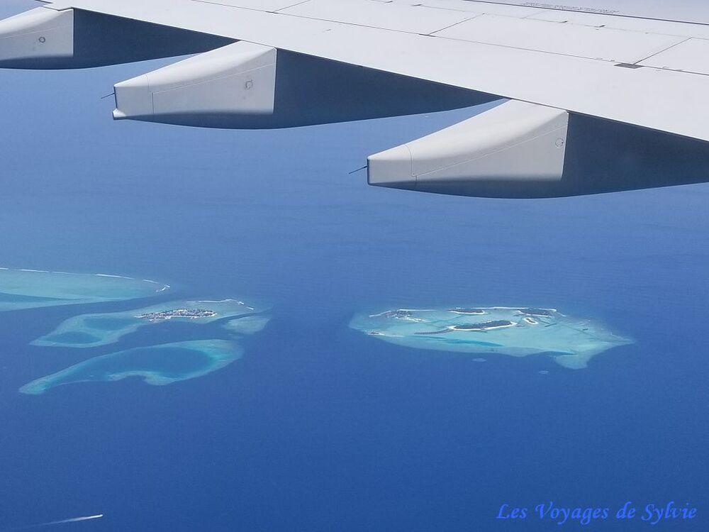 Vues depuis l'avion avant atterrissage à Malé - Maldives