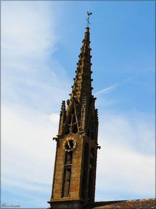 Photo du clocher de l'église d'Argol dans le Finistère en Bretagne