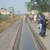 Mali Mahina il faut rouler sur la voie ferrée