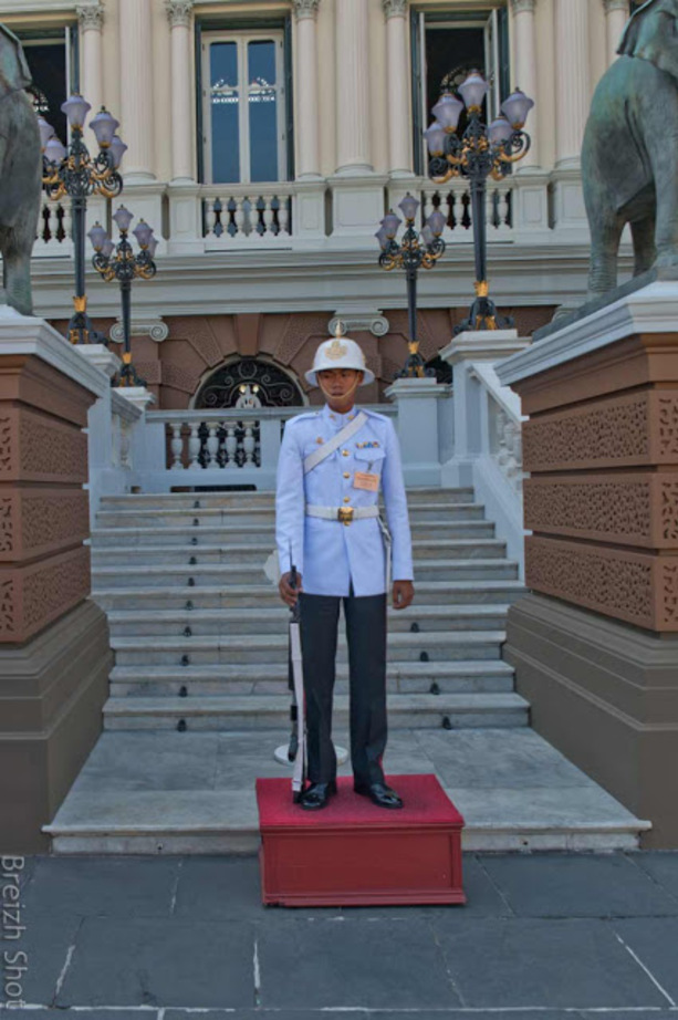 Grand Palais de Bangkok : Un garde royal dans l'enceinte du Grand Palais