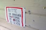 """Aushang an Reyes' """"Sanatorium"""" in Kassel"""