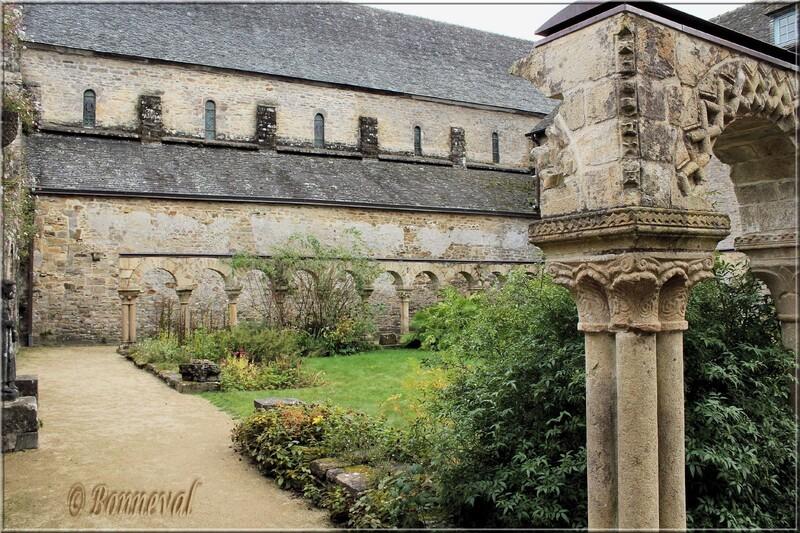 Abbaye de Daoulas 12 ème siècle Finistère le Cloître