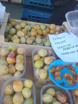 LES FRUITS DE L' ETE - Les prunes du marché