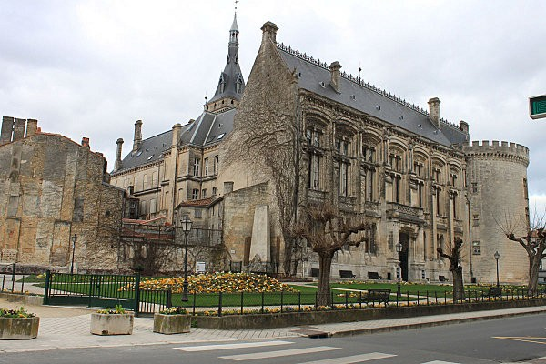Angoulême 20 Mairie