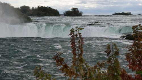 les Chutes  de Niagara...