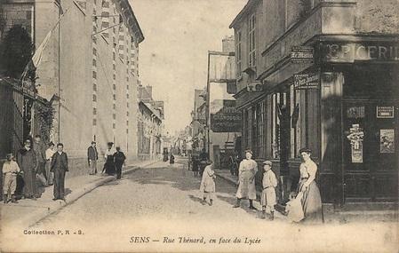 Rue Thénard à Sens (89)