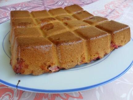 *** Gâteau moelleux aux amandes et aux fraises ***