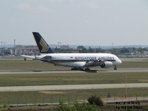 Airbus A 380 F WWSX de retour Hambourg Le 02 09 2011 à 12h36.