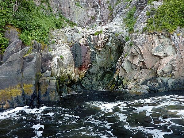 Croisière fjord Saguenay falaise