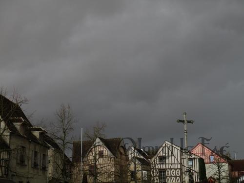 Balade du Jour : Pluie surprise ! (A Provins.)