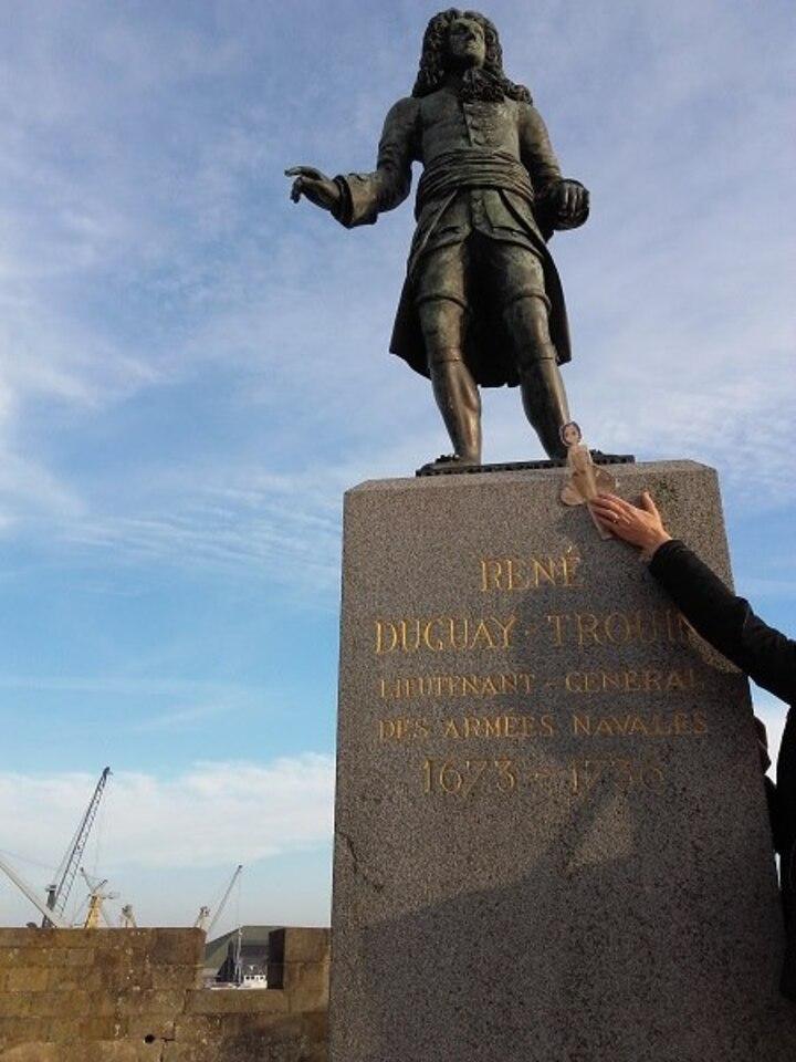 Suivons Tiphaine et Nada aplati dans la Cité corsaire de Saint Malo