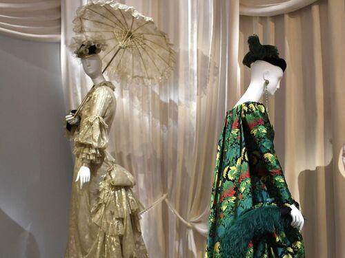 05 - Femmes et ombrelles
