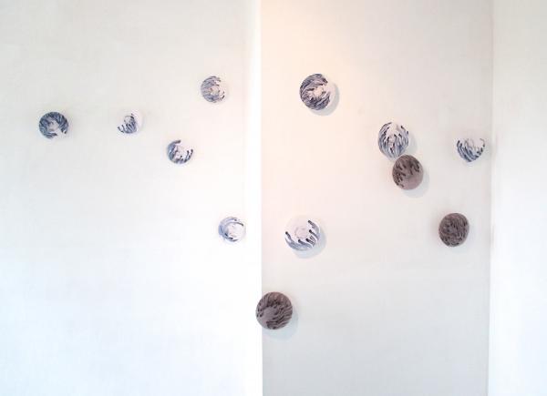 installation sonore et visuelle-mécanismes série bleue et marron-Veronique Grandjacques-galerie la plage-2014