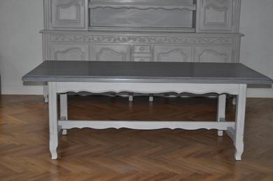 Table patinée gris clair et foncé
